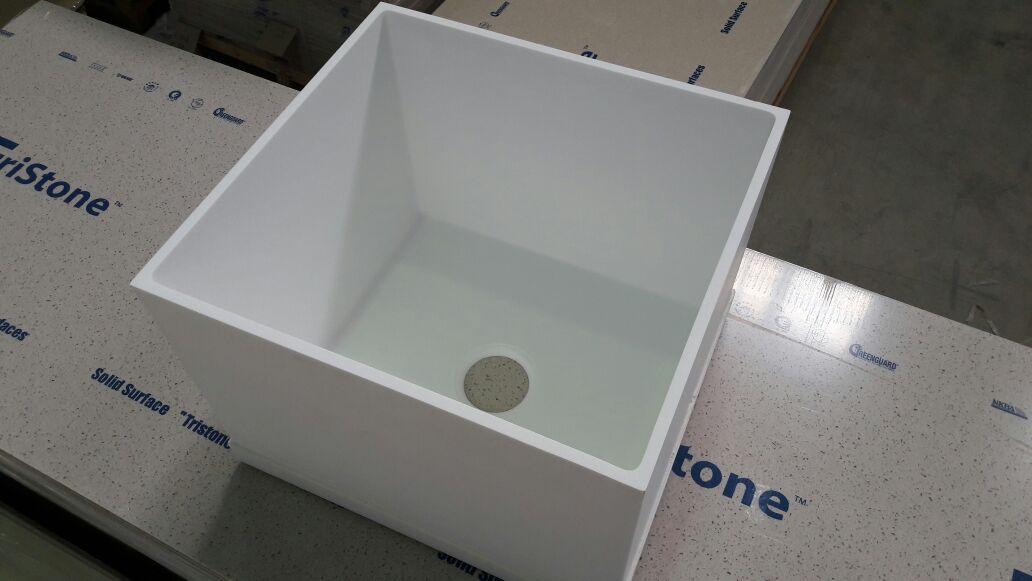 Глубокая квадратная мойка из искусственного камня